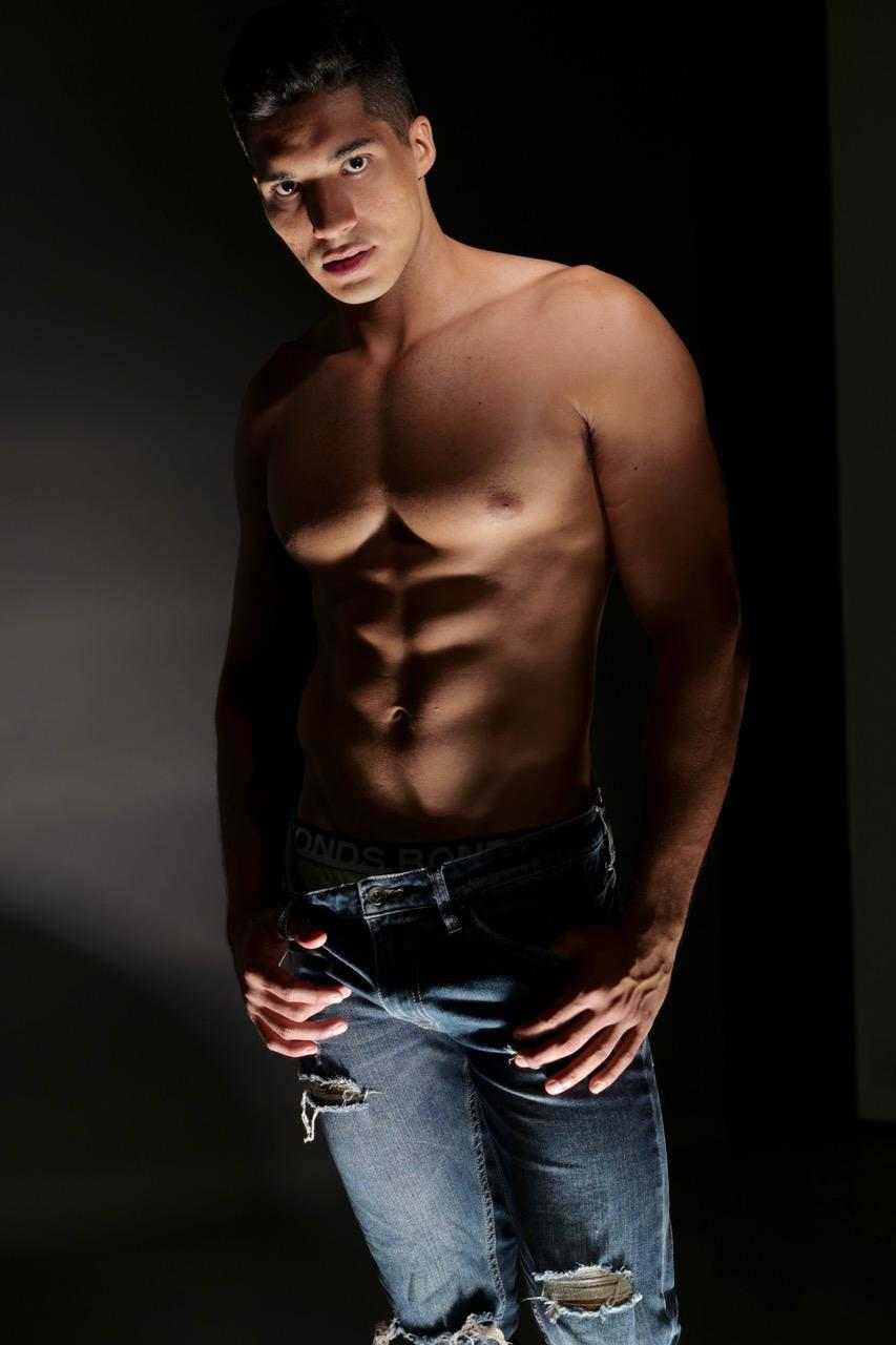 Kelton-Brisbane-topless-waiter