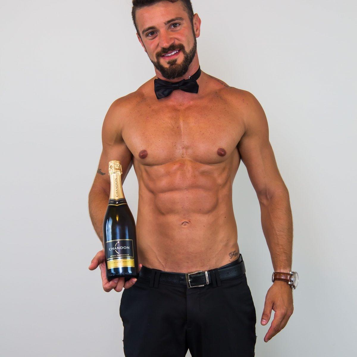 Topless-waiter-Thiago-1200x1200