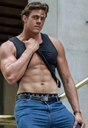 Brisbane-Male Topless Waiter-Ryan-Queensland--Magic Men Australia