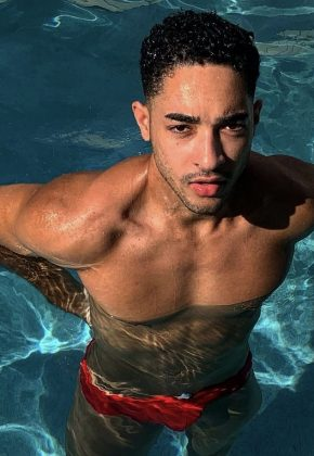 Brisbane_Male-Topless-Waiter_Brad-J_Gold-Coast_Queensland_Magic-Men-Australia