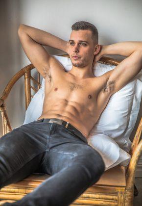 Perth_Male-Topless-Waiter_Dino_Western-Australia_Magic-Men-Australia