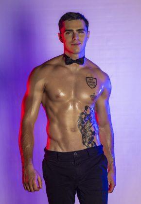 tom-topless-waiter